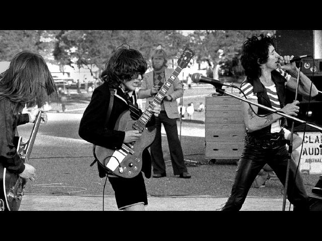 AC/DC - 1976-07-08 - London - Soul Stripper (Live)