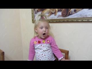 Вот это чтец!!! Без улыбки не послушаешь))) Варя Ивлева - Ходит наша бабушка