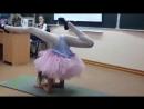 Гимнастический танец от Кристины на День матери в школе