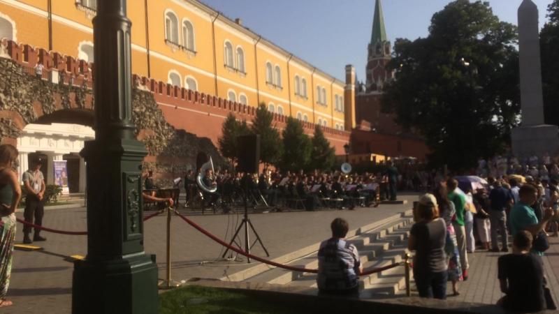 Военный оркестр в Александровском саду – 2