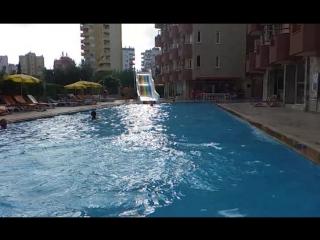 jump in pool, прыгать в пул