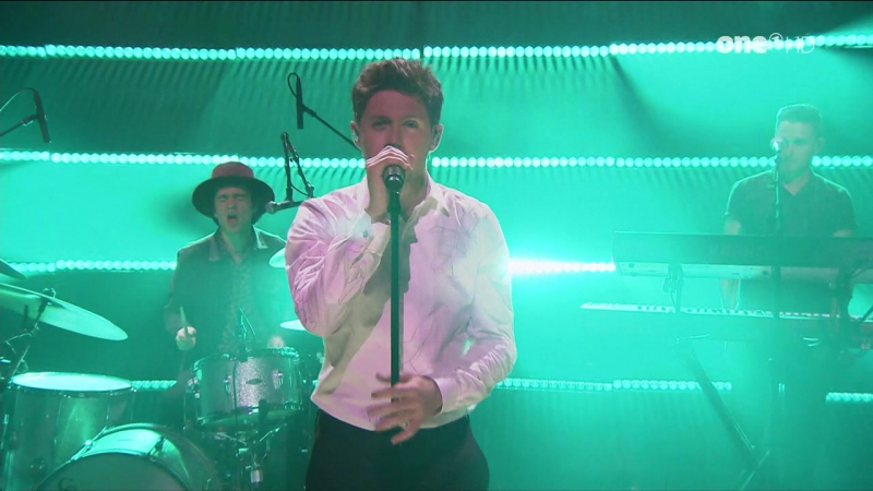 Niall Horan - Slow Hands (The Tonight Show Starring Jimmy Fallon - 2017-05-25)
