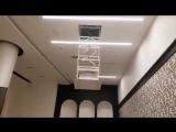 Моторизованное потолочное крепление для проектора.