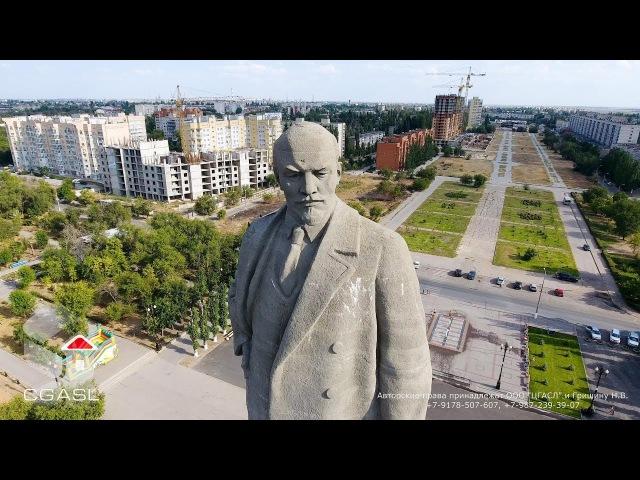 Аэросъемка памятника Ленину у входа в Волго-Донской канал (Волгоград)
