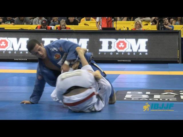 Augusto Mendes Tanquinho vs Rafael Mendes (Worlds 2013) augusto mendes tanquinho vs rafael mendes (worlds 2013)