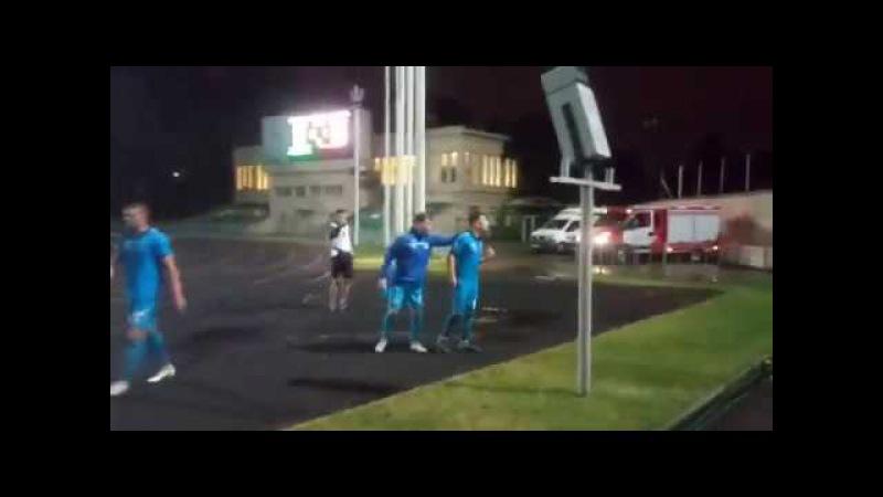 Фанаты «Балтики» вступили в перепалку с игроками команды после вылета из Кубка ...