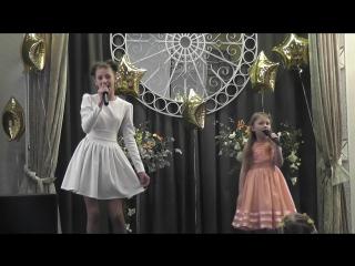 Ксюша и Ариана с песней