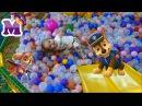 Гонщик Скай Щенячий Патруль и Дети играют на детской площадке катаются с горки в...