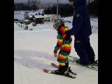 Сегодня катали в Курасовщине. Спасибо Евгению за треню. Женька идеально работает с малышами. Даже с Елисеем, которому сложно объяснить, он нашел общий язык и Елисей его слушал от и до. Елисею ооочень понравилось и очень ждет опять треню по лыжам 😉