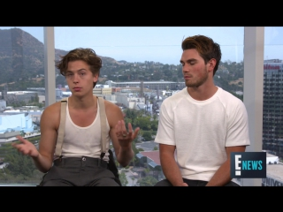"""Cole Sprouse K.J. Apa on Shocking """"Riverdale"""" Finale ¦ E! Live from the Red Carpet"""