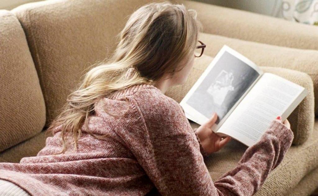 То, каким человеком ты станешь через пять лет, определят два основных фактора: люди, с которыми ты общаешься, и книги, которые ты читаешь.