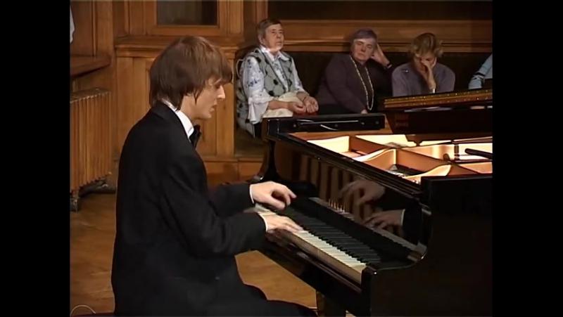 Alexander Lubyantsev plays Paganini - Liszt. Etude 6