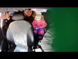 Таксист отказался перевозить ребёнка без детского кресла