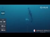 Arnaud Jerald. Погружение на глубину 95 метров, без акваланга.