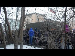 Прохождение военной техники на параде в г.Мурманске под исполнение песни