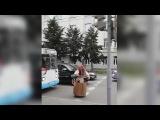 Баба Яга дает
