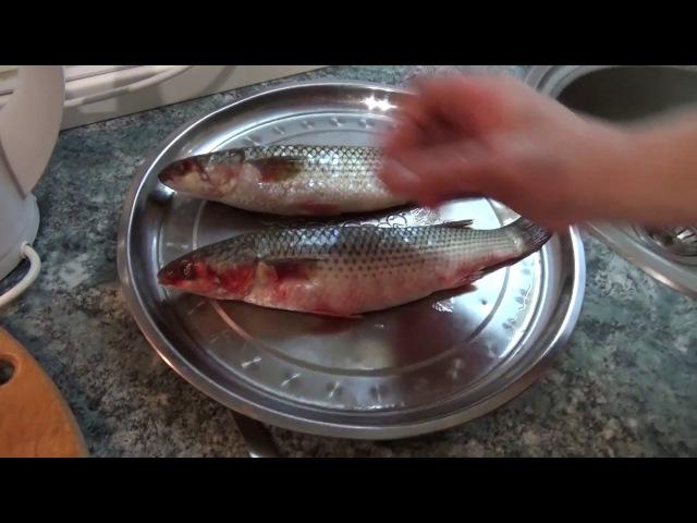 Как быстро очистить рыбу от чешуи! Крутой способ очистки рыбы от чешуи