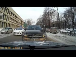Неадекватная женщина за рулем