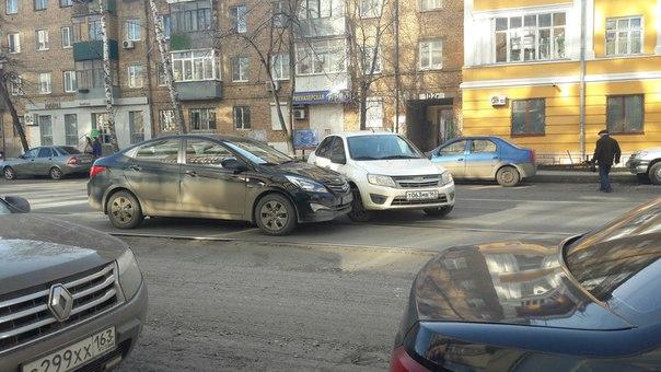Перед Ульяновской улицей, по Галактионовской. Движение трамваев встало