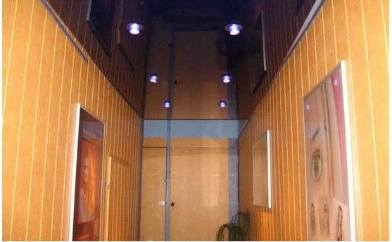 Натяжной потолок симметричная установка светильников