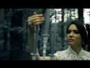 Великолепная невеста в темном лесу