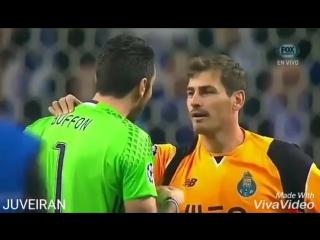 Джанлуиджи Буффон и Икер Касильяс обменялись футболками после матча