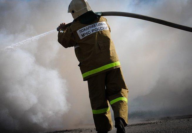 В Мурманске два пожарных подразделения тушили гаражи