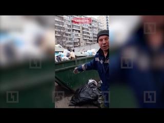 Недовольный дворник вернул петербурженке её мусор, выброшенный на помойку