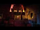 Пещера Индианы Джонса. В живую очень впечатляет...жар огня, бурлящая вода, трясется все под ногами и выскакивающие из воды мумии