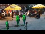 Грузинские танцы Американских героев под Еврейскую музыку...