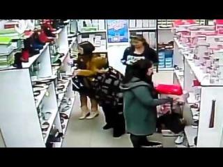 Киев цыганки украли телефон в магазине около метро Минская