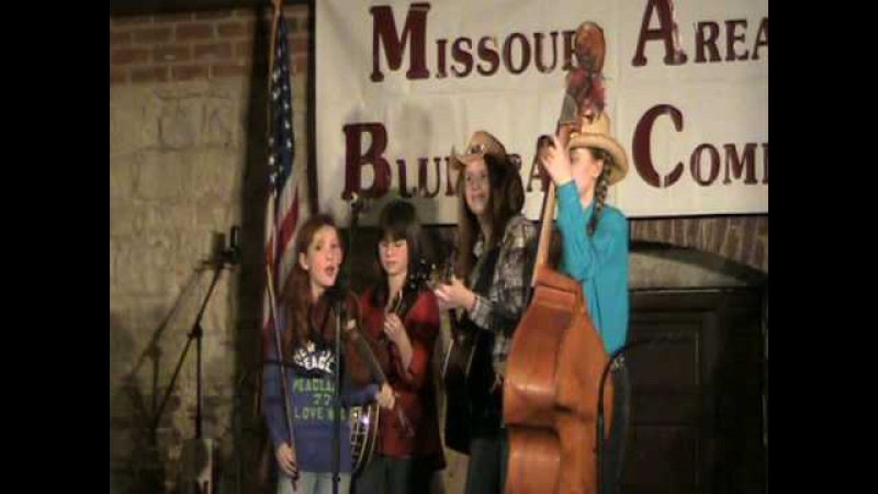 The Pickin' Chicks at the MABC fiddle and banjo contest