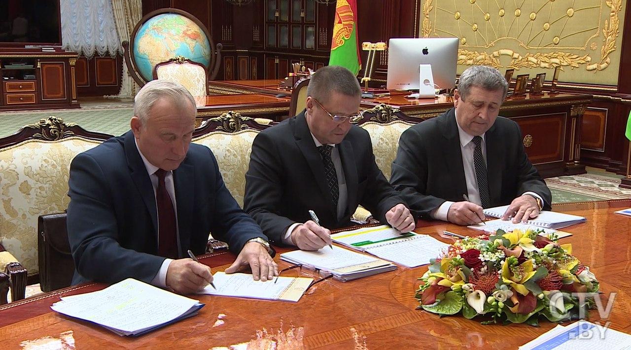 Все уборочные работы должны быть завершены к7ноября— Лукашенко