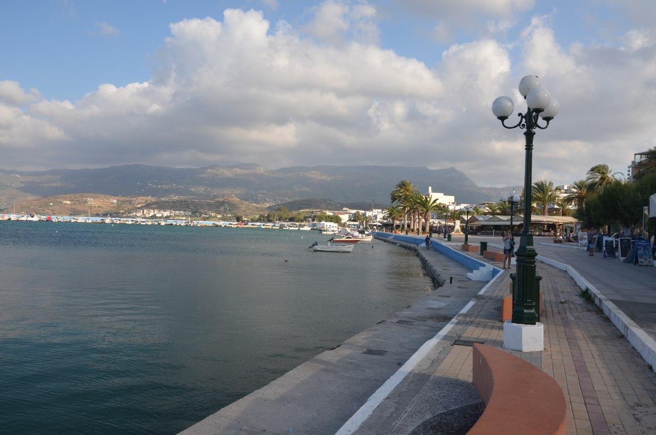8AkQk9LKzUs Сития – оживленный городок в Восточной части Крита.