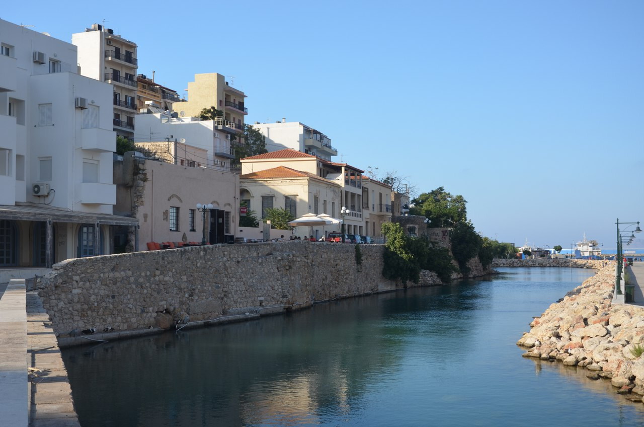 22iDwC7z_-Q Сития – оживленный городок в Восточной части Крита.