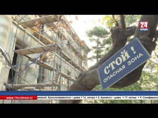Скульпторы и реставраторы из 4 регионов России украшают караимскую кенассу в Симферополе