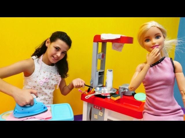 Barbie'nin evinde temizlik yapıyoruz 🏠👠👗 En güzel BarbieOyuncakları izle! Barbie ile KızOyunları