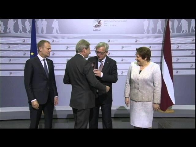 Jean Claude Juncker drunk and bitch slaps leaders