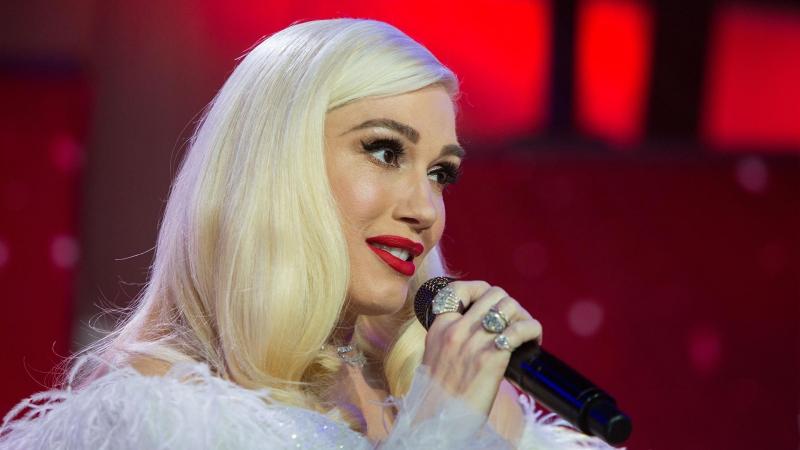 Gwen Stefani - 'Santa Baby' Live on TODAY
