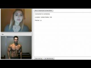 Атлет в видео-чате соблазняет девушек
