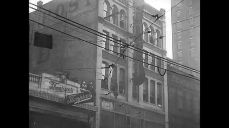 Побег из смирительной рубашки Гарри Гудини. 1923 год.