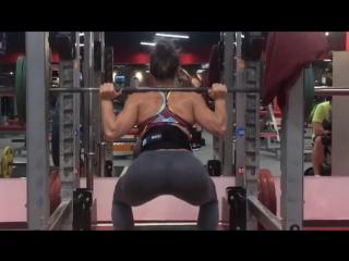 Обладательница лучшей задницы женского ММА делает глубокий присед. Стич Албу (Александра, гагаузка, красавица, MMA, UFC)