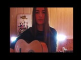 Милая девушка нереально круто поет под гитару