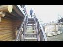 Как подняться и о пуститься по большим ступенькам на одной ноге