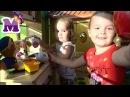 Щенячий Патруль Скай Гонщик и дети играют на детской кухни в детском городке Де ...