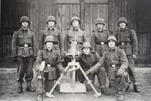Украинские добровольцы из Верхнего Лужка. Учебный лагерь Гайделягер, 1943 год.