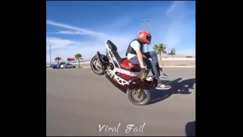 девченки на мотоциклах отжигают так, что парни курят