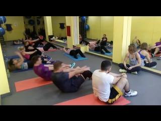 Качаем пресс на групповой тренировке с Букановой Анной в фитнес-клубе Инициативная 13