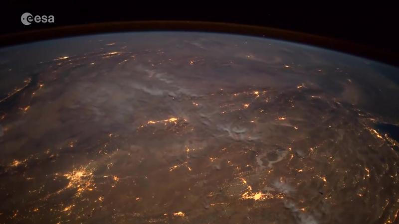Астронавт запечатлел падение метеорита из космоса