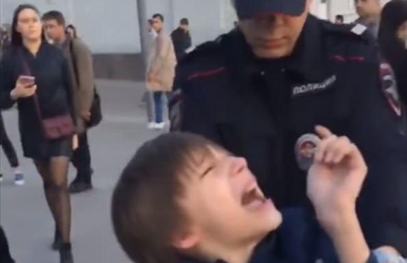 В Кремле прокомментировали скандальную историю с задержанием 9-летнего мальчика возле Арбата